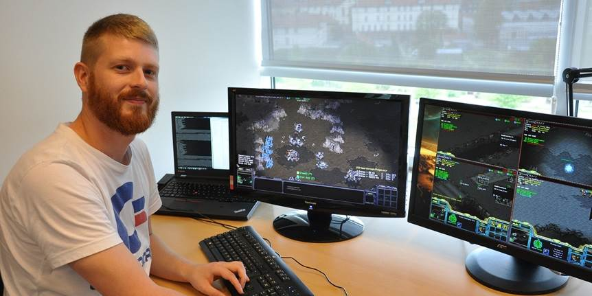 Young ITU researcher receives EliteForsk travel grant for teaching computers to think strategically